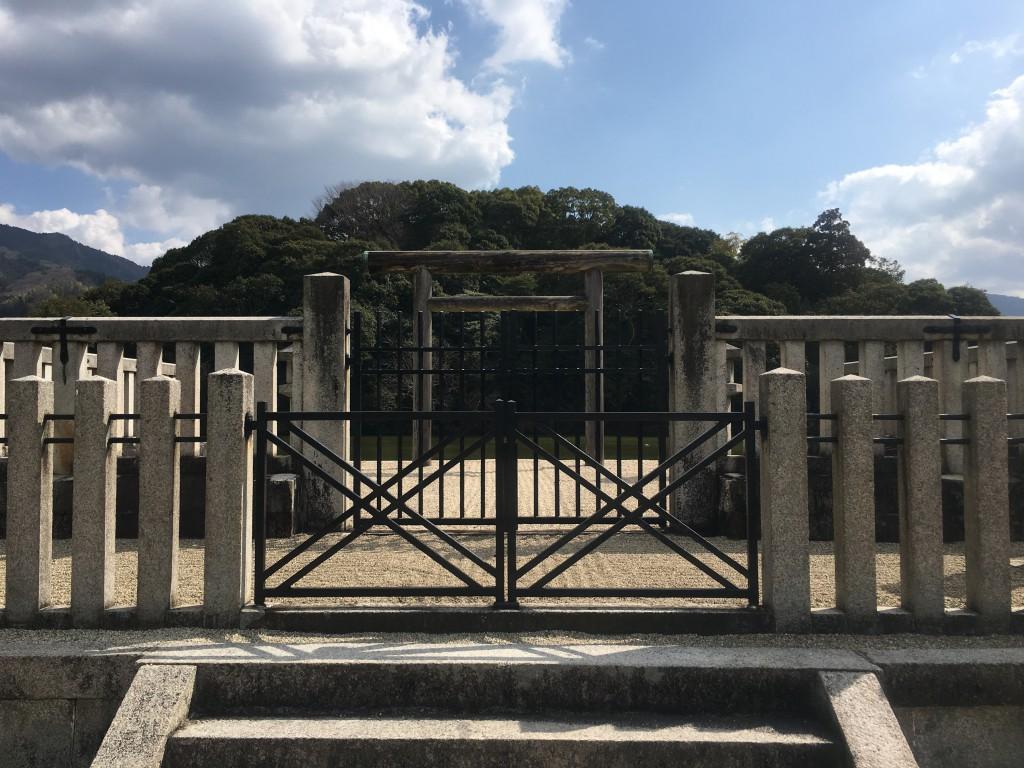 山辺の道の崇神天皇陵を訪ねて天理に行きました