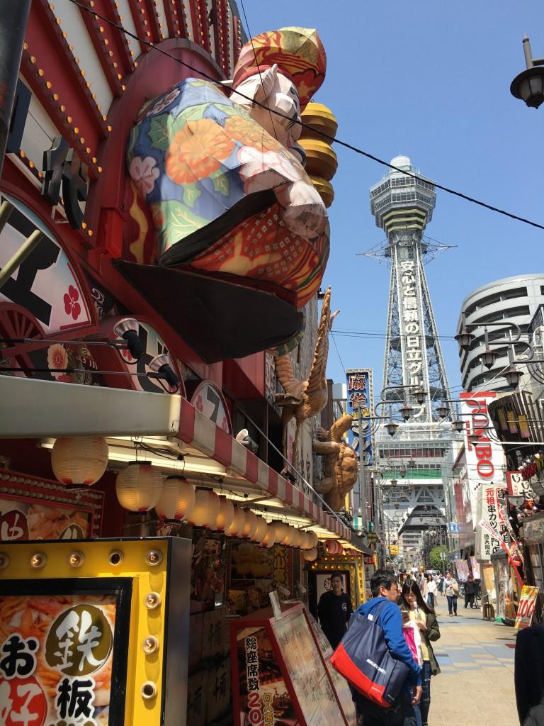大坂の新世界で遊ぶのはスマートボールがおすすめです。大阪のレアな遊び場を紹介します。