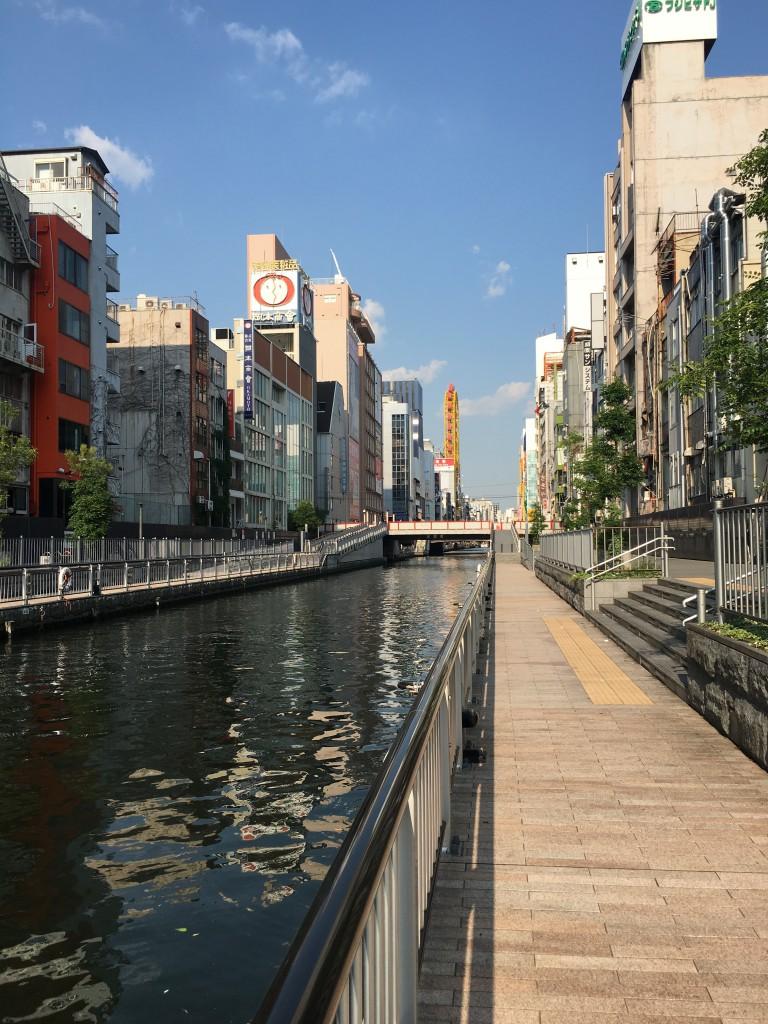 大阪のエスカレーター右側通行で左は止まる理由