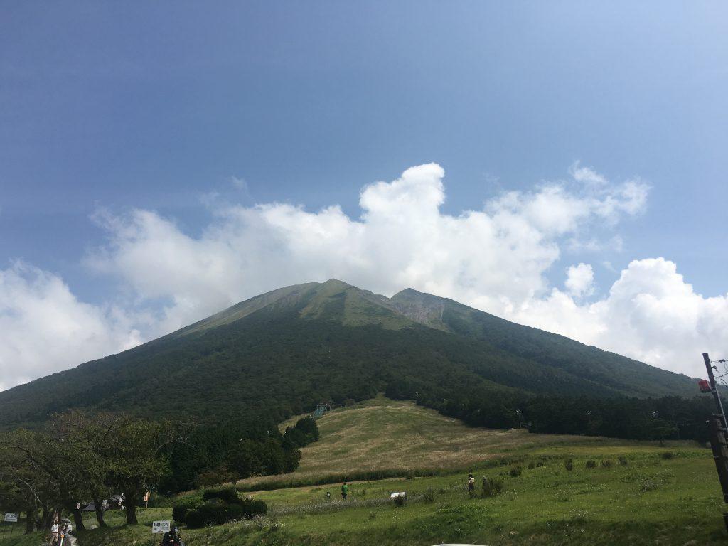 大神山神社は奥宮参道の石畳と権現造の本殿が日本最大級