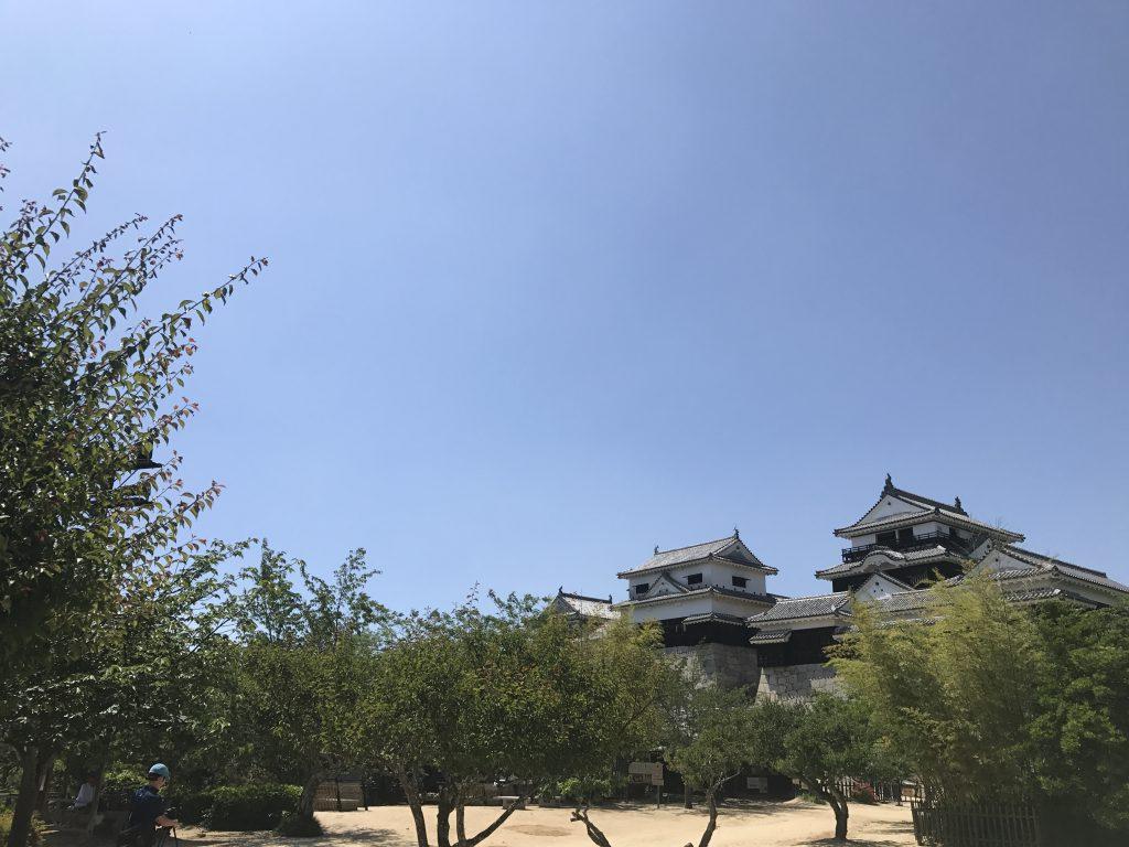 愛媛観光に松山市の観光スポット松山城を訪ねました