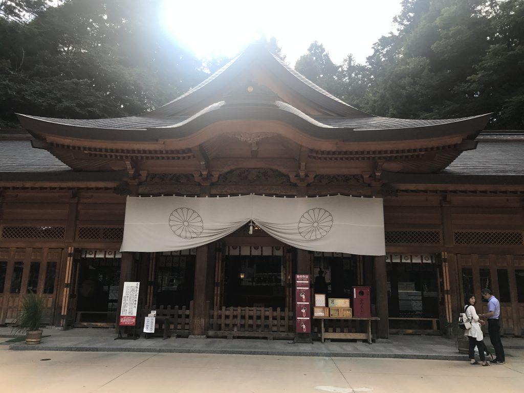 穂高神社の'神童'が安曇族の想いを形にした船と御朱印